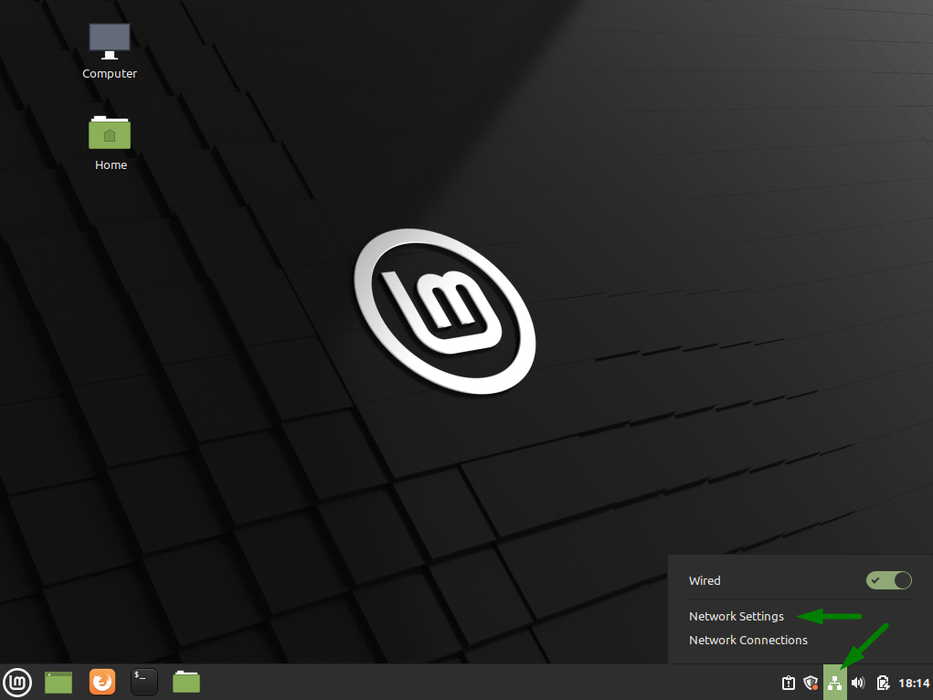 A green arrow points to the network settings icon on Linux Mint