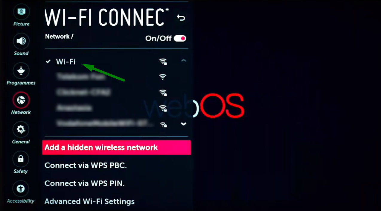 A green arrow points to a WiFi connection option